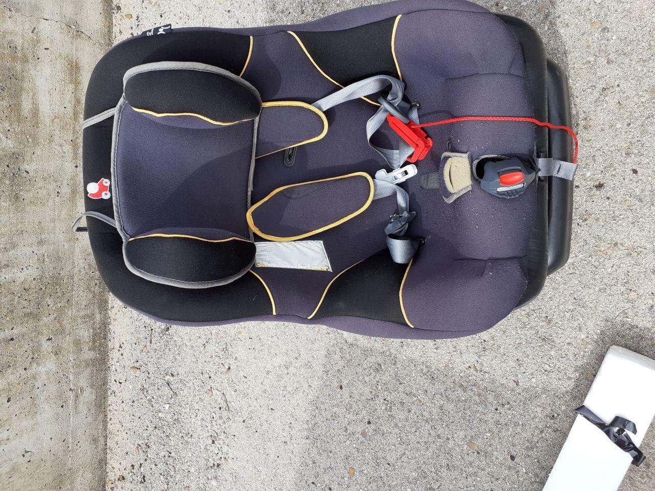 se vende silla infantil para coche, grupo 0-1 de 0 a 18 kgs. de peso, muy comoda ya que es totalmente giratoria y respecto a las posiciones es de acotado a sentado normal, esta casi nueva tfno 630169189