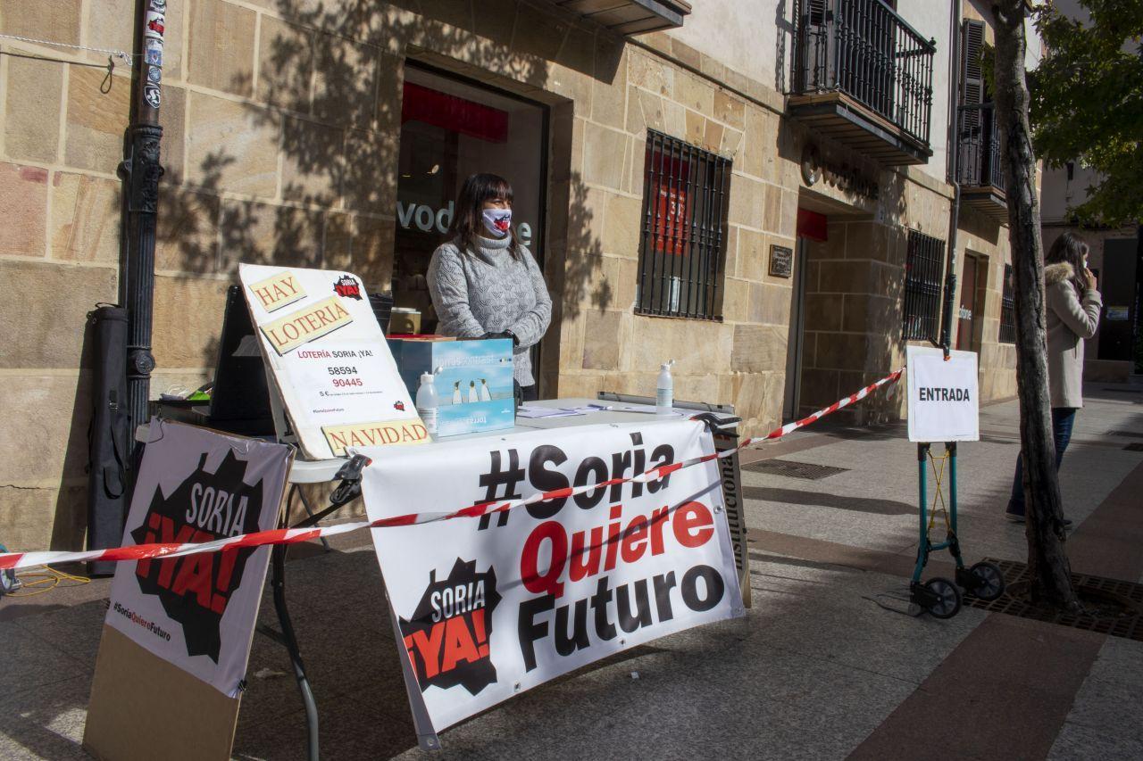 Concentración frente a la Delegación en Soria foto