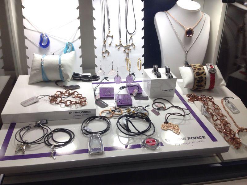 colgantes, pulseras y accesorios