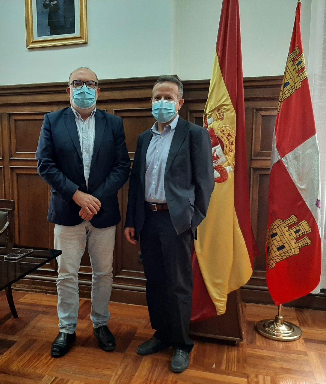 Miguel Latorre recibe al nuevo Delegado Provincial del INE en Soria