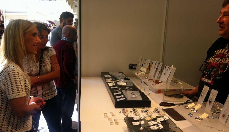 Una veintena de expositores conforman la XXXI Feria de Artesanía que se ha inaugurado esta mañana