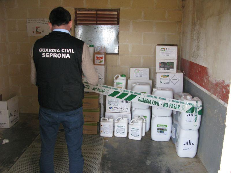 La Guardia Civil descubre un establecimiento ilegal de venta de fitosanitarios en Matalebreras