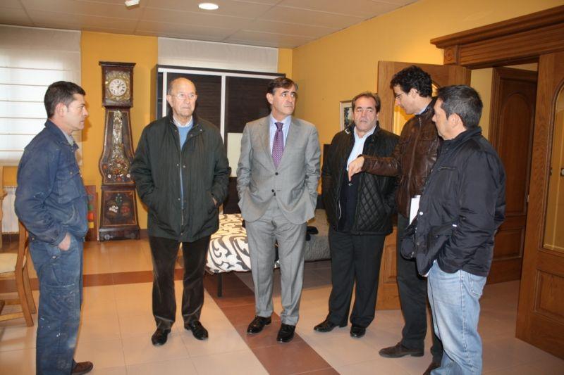 Visita en Duruelo de la Sierra a dos empresas del sector de la amdera con las que la Diputación de Soria ha colaborado a través de diferentes líneas de ayudas en 2014