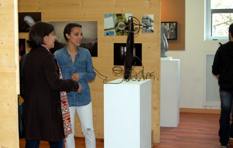 La muestra de pintura, fotografía y escultura del Certamen de Creación Joven abre sus puertas