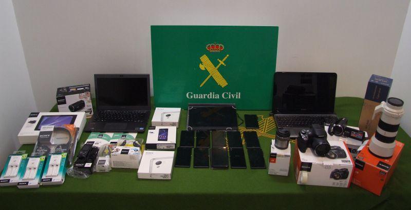 La Guardia Civil detiene a tres personas por un robo en un camión en Lodares