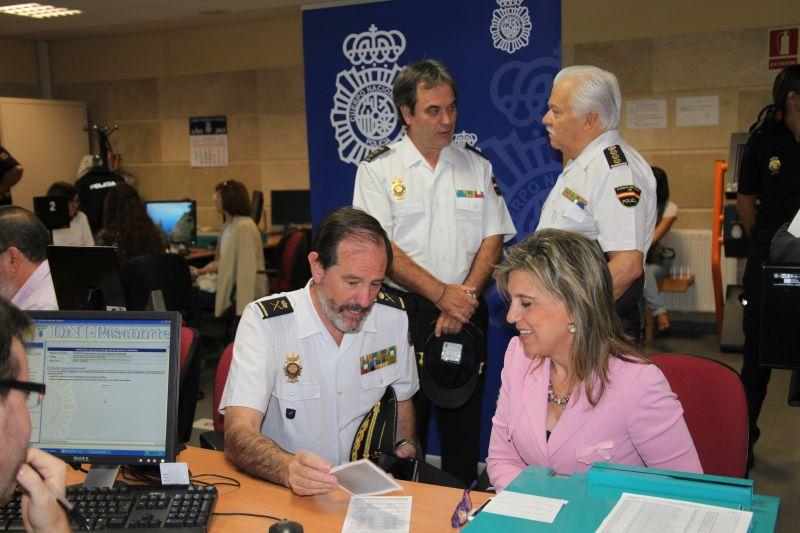 Hoy ha comenzado a expedirse en la Comisaría de Delicias el nuevo DNI electrónico 3.0 en la provincia de Valladolid, con la participación de la delegada del Gobierno en Castilla y León