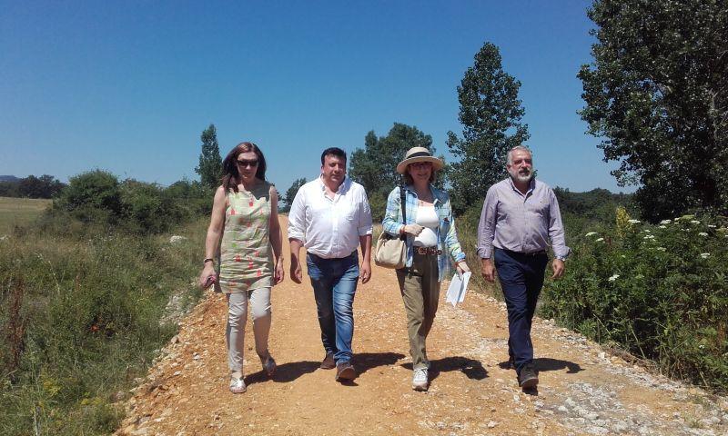 La Directora General de Desarrollo Rural y Política Forestal visita las obras de construcción del Camino Natural Santander-Mediterráneo