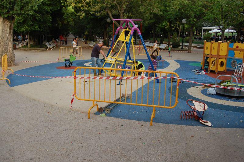 El Ayuntamiento comienza la instalación de juegos inclusivos en las zonas infantiles de la ciudad