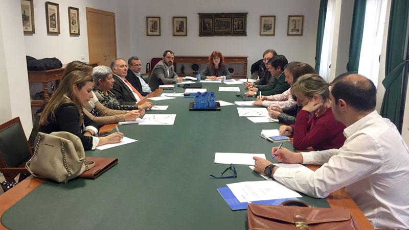 El Ayuntamiento lidera la puesta en marcha de un nuevo plan de dinamización con la voz de los comerciantes y que debe implicar a todas las administraciones competentes