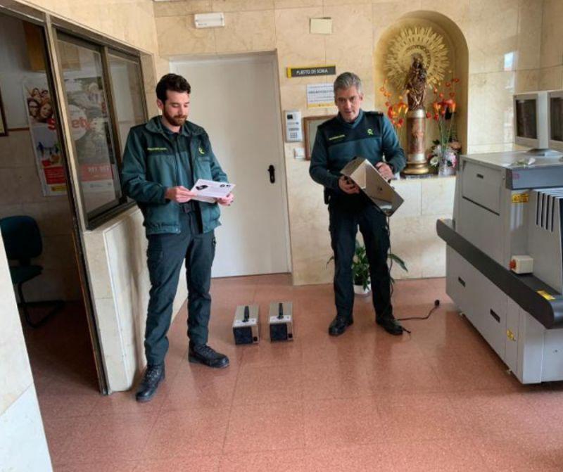 Caja Rural de Soria dona tres equipos de ozonizadores a la Comandancia de la Guardia Civil de Soria.