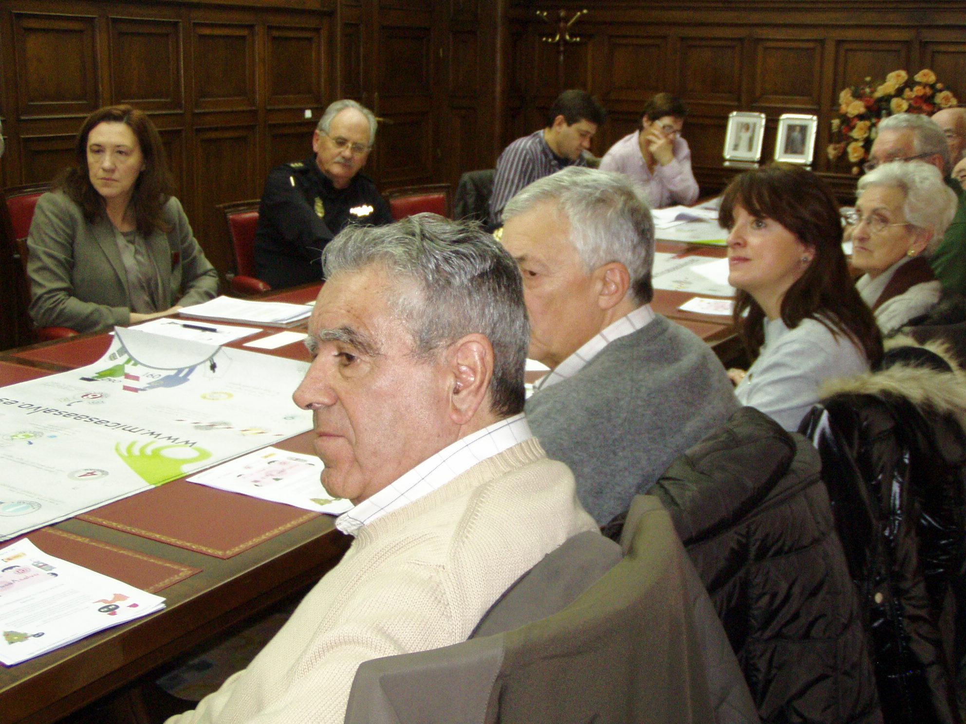 """La subdelegada del Gobierno presenta la campaña """"Mi casa a salvo"""" a las asociaciones de vecinos y colectivos ciudadanos de Soria"""